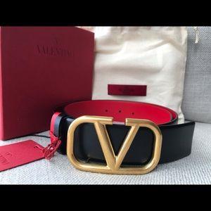 Brand New Valentino Garavani VLogo Signature belt